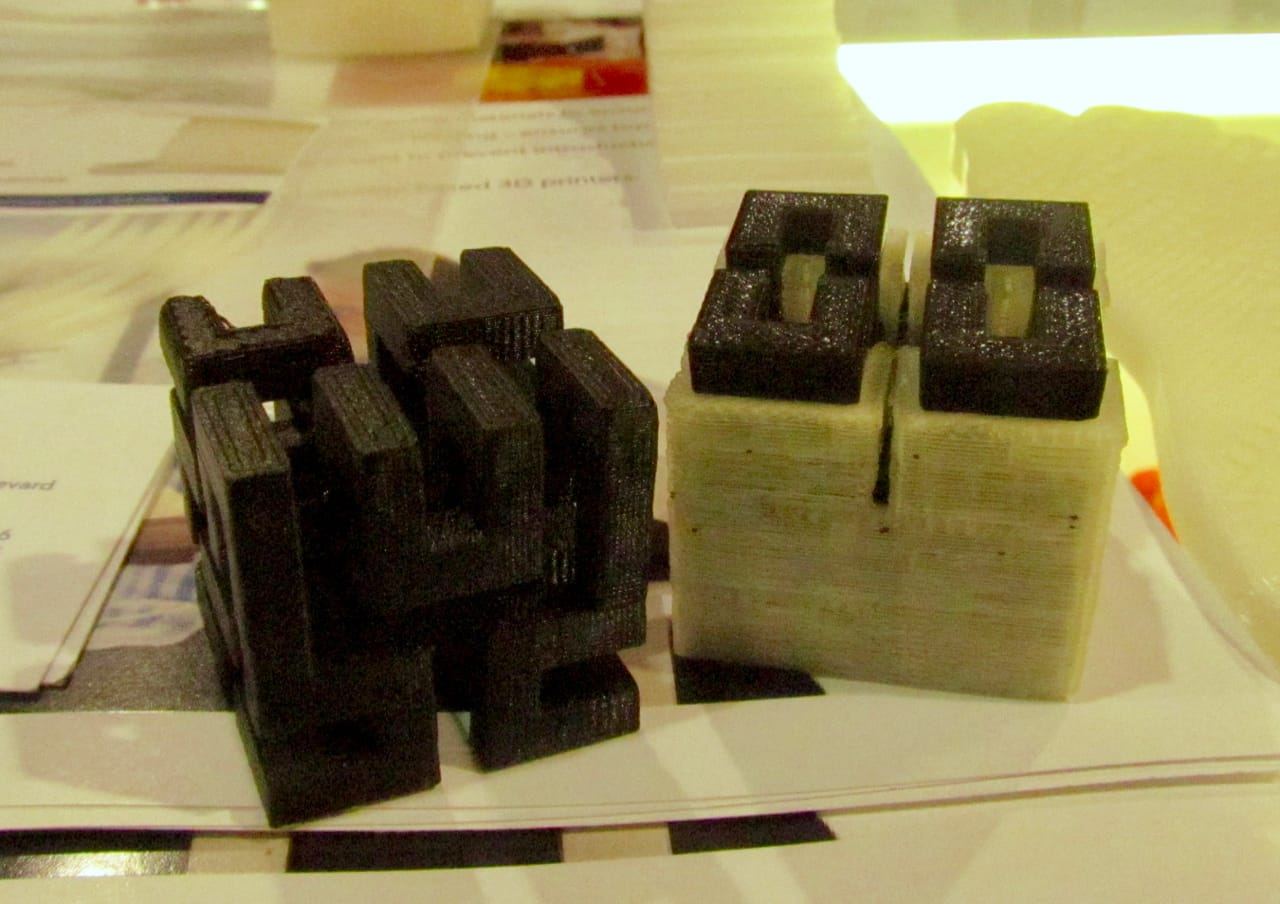 Verbatim's new dissolvable 3D printing support material (on the right; after dissolving on the left)