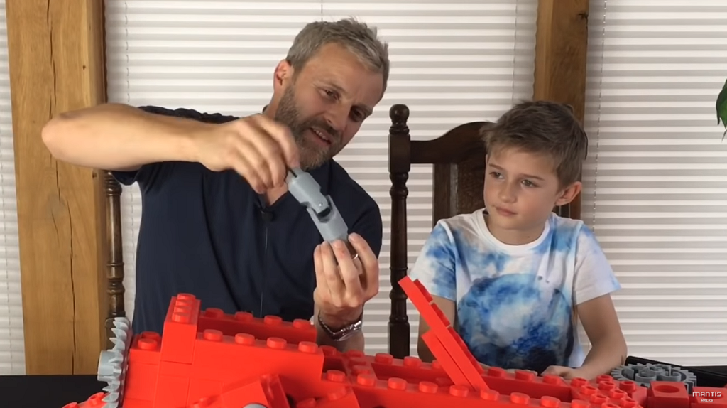 Assembling the 3D printed tractor - and learning about universal joints [Image via YouTube]