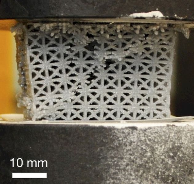 """Typical 3D printed lattice breaking along a """"fault line"""" [Source: Nature]"""