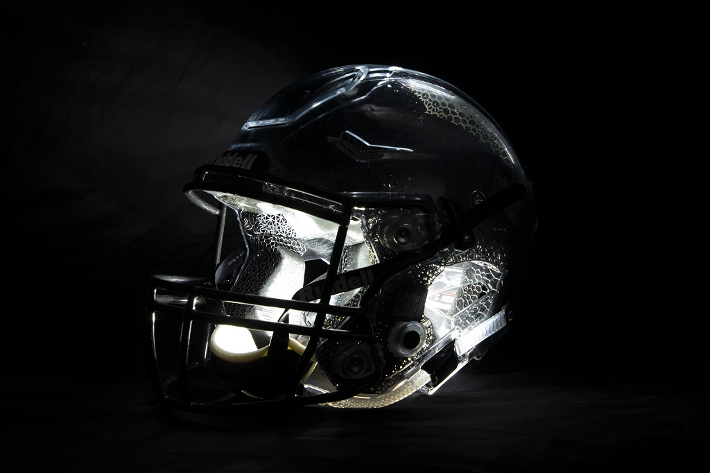 A Diamond Helmet with a clear shell to show off the 3D printed liner [Image: Carbon]