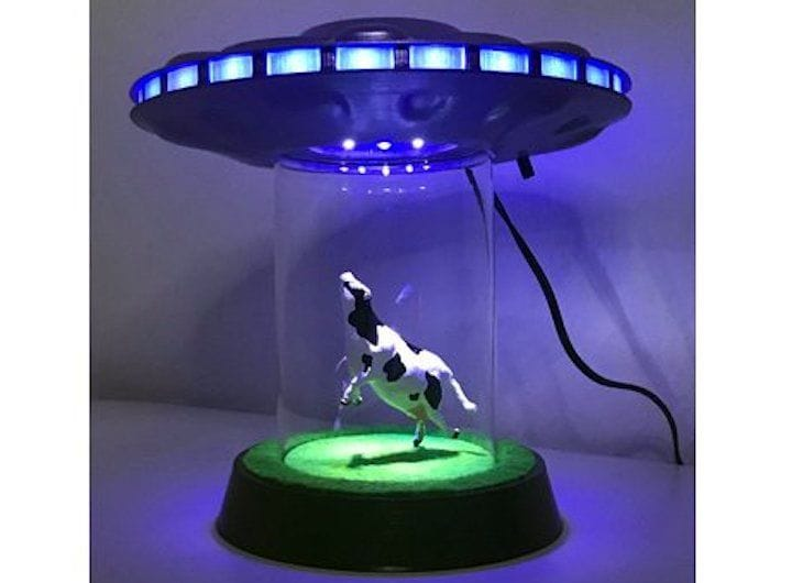A 3D printed UFO abduction scene [Source: Thingiverse]