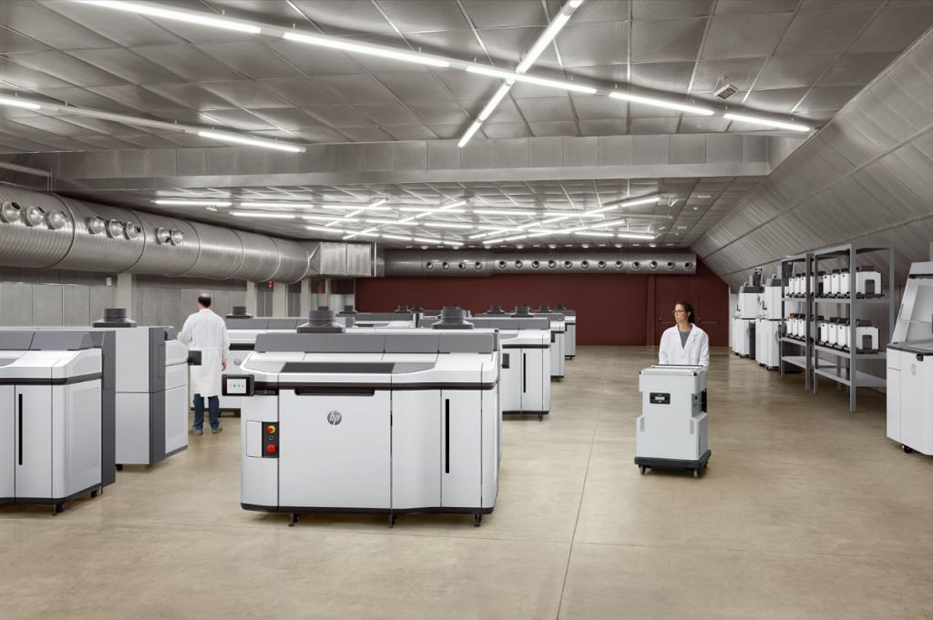 An industrial installation of Jet Fusion 5200 3D printing systems [Image: HP Inc.]