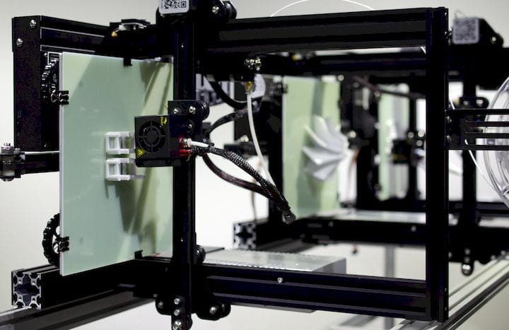 The QPoD vertical 3D printing array [Source: 3DQue]