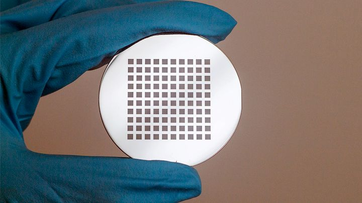 The build plate for the Quantum X microfabrication 3D printer uses cells [Source: Nanoscribe]