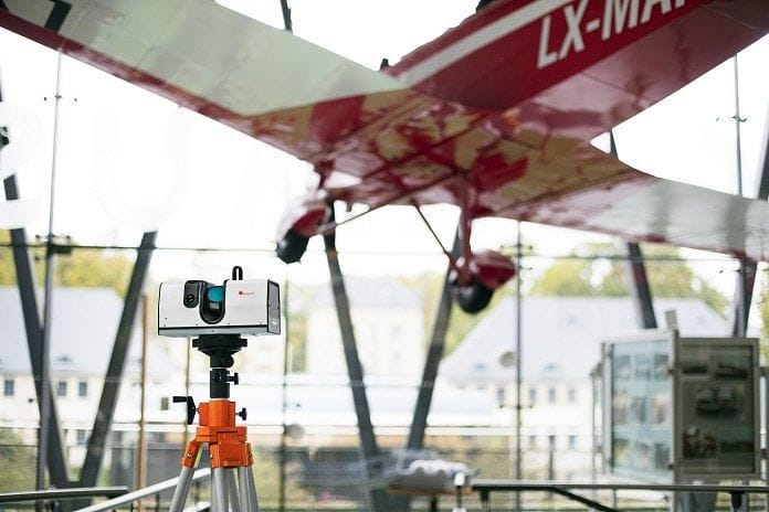 The Artec Ray trying to 3D scan an airplane [Source; Artec 3D]