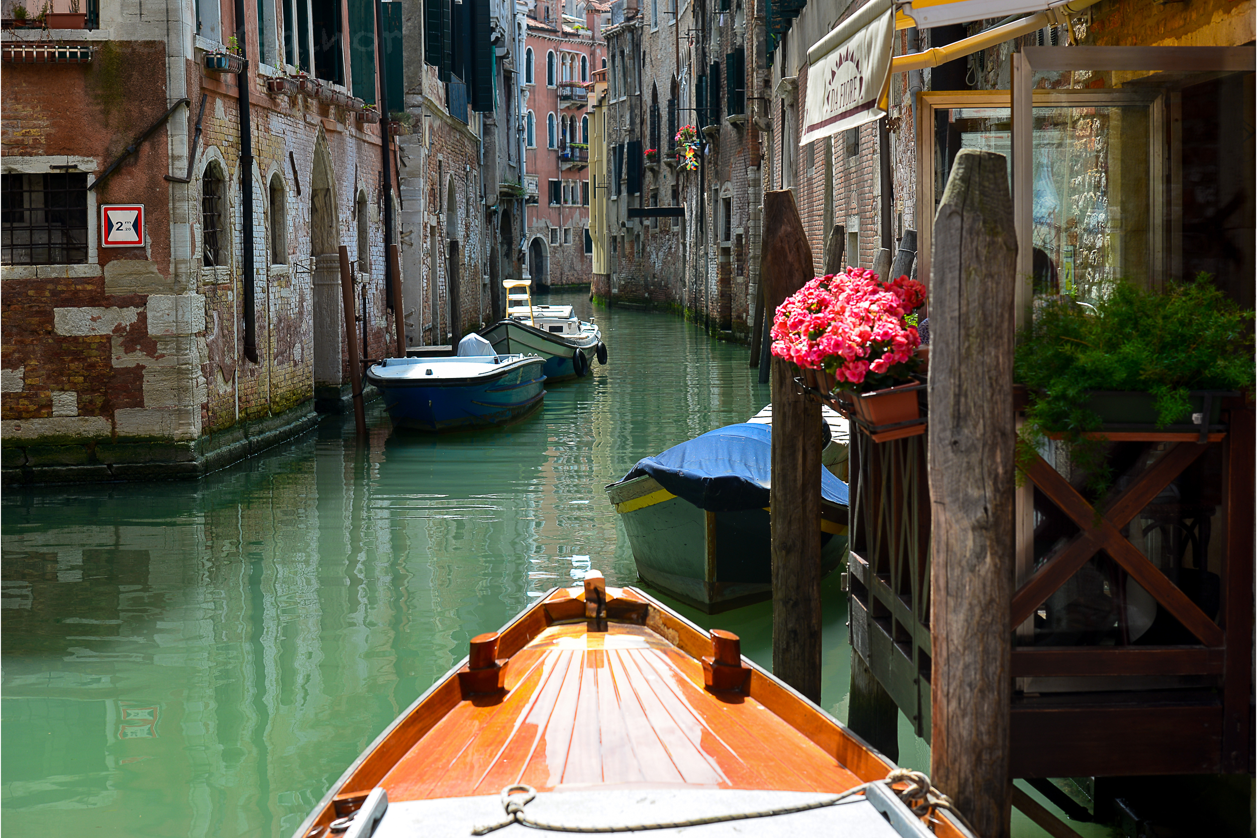 RTW Italy Venice 1 Canal wm.jpg