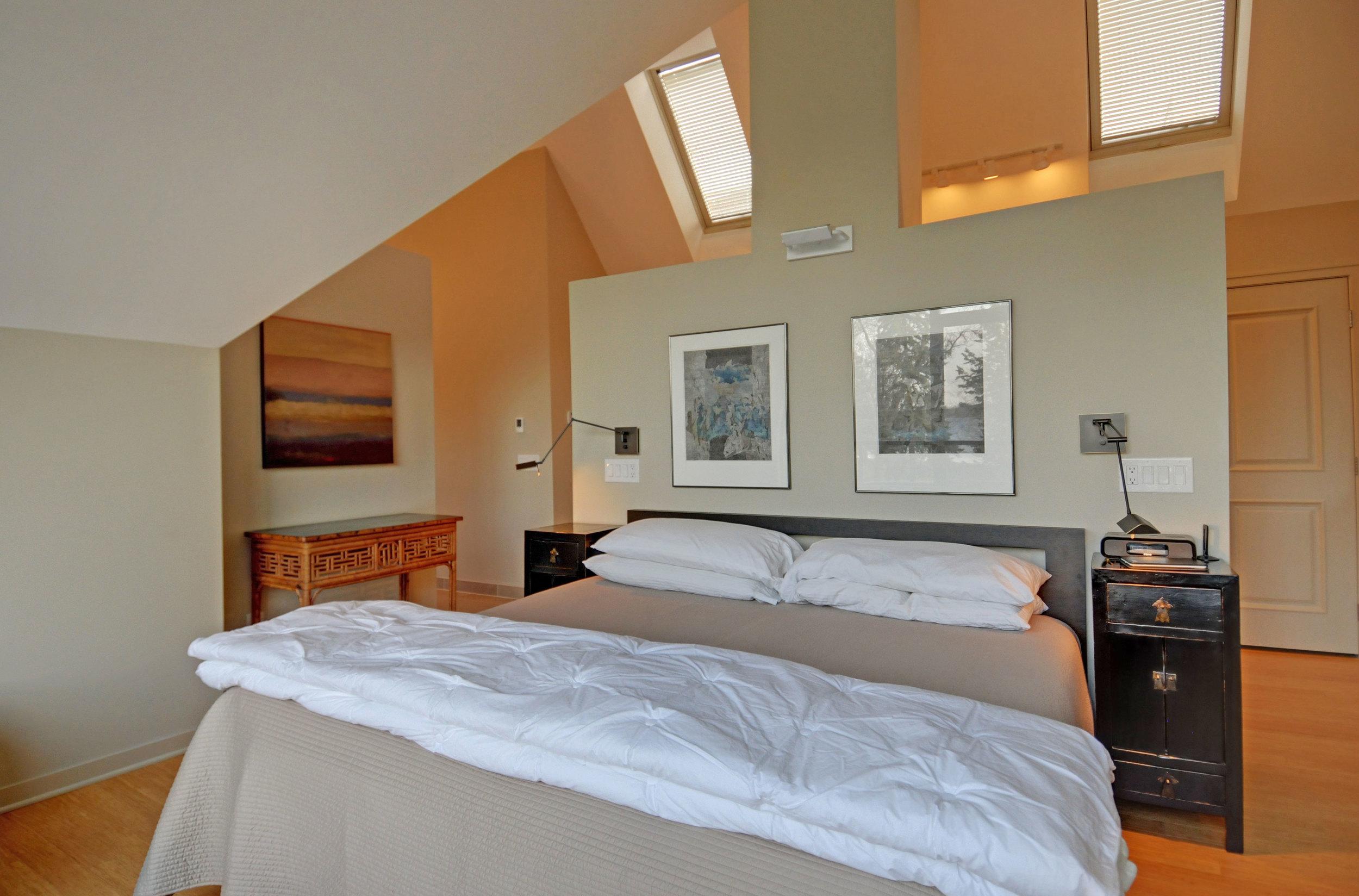 7 3738-master-bedroom-looking-in.jpg
