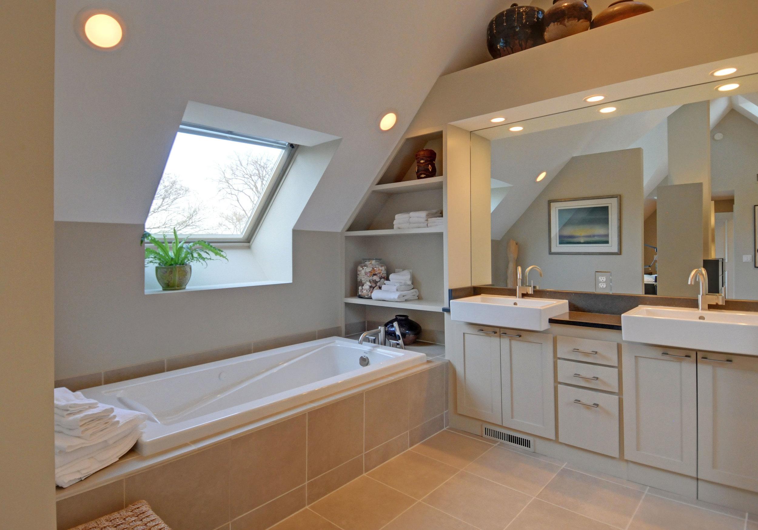 9 3738-master-bath.jpg