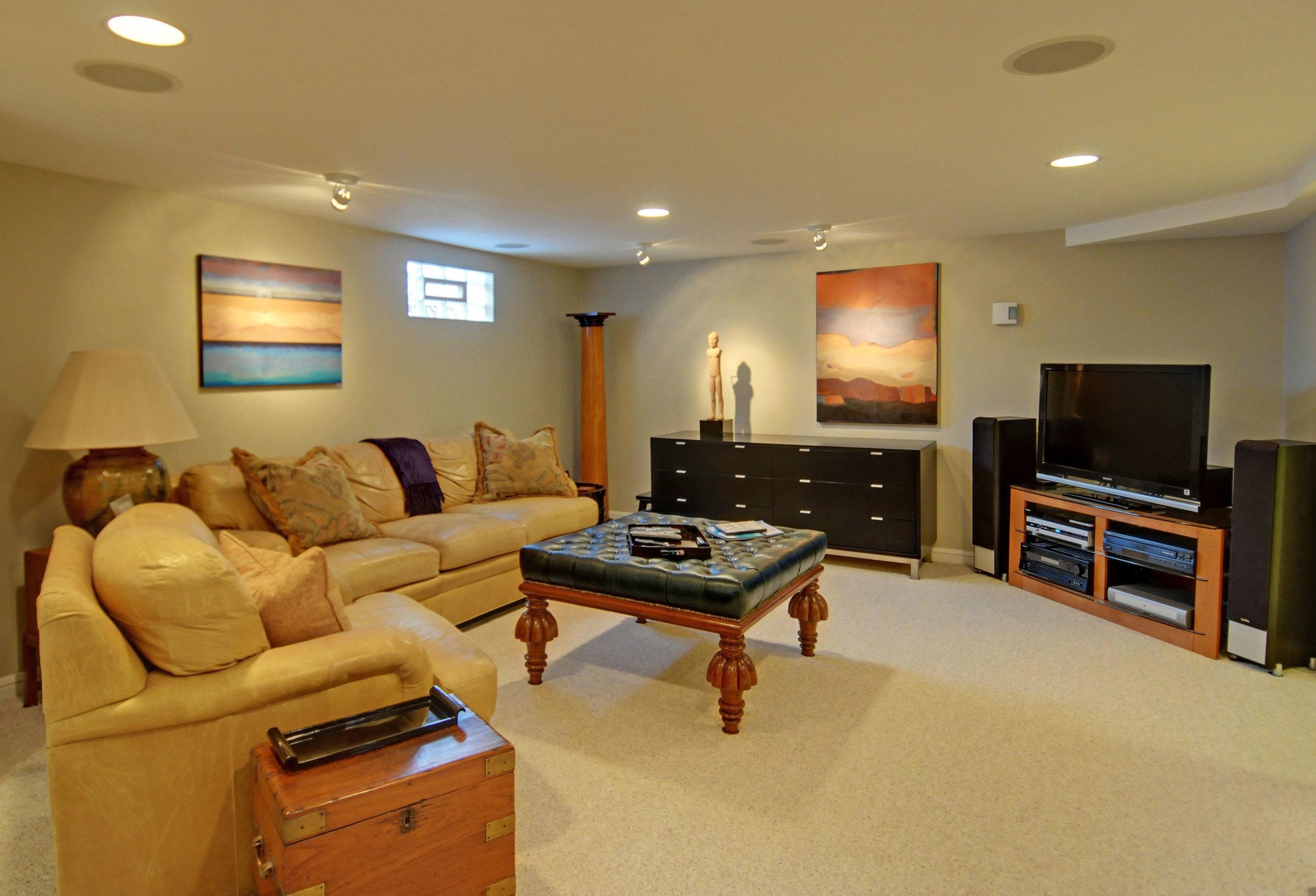9.4 3738-LL-family-room.jpg