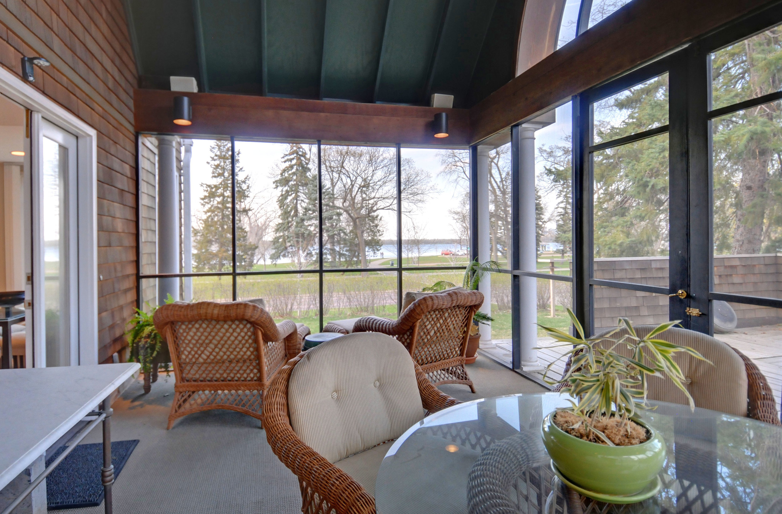 9.5 3738-porch-looking-to-calhoun.jpg