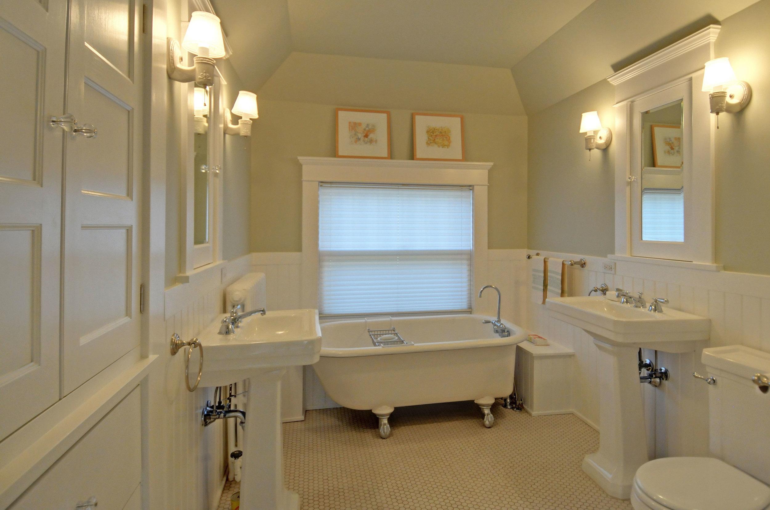 2424-master-bath.jpg