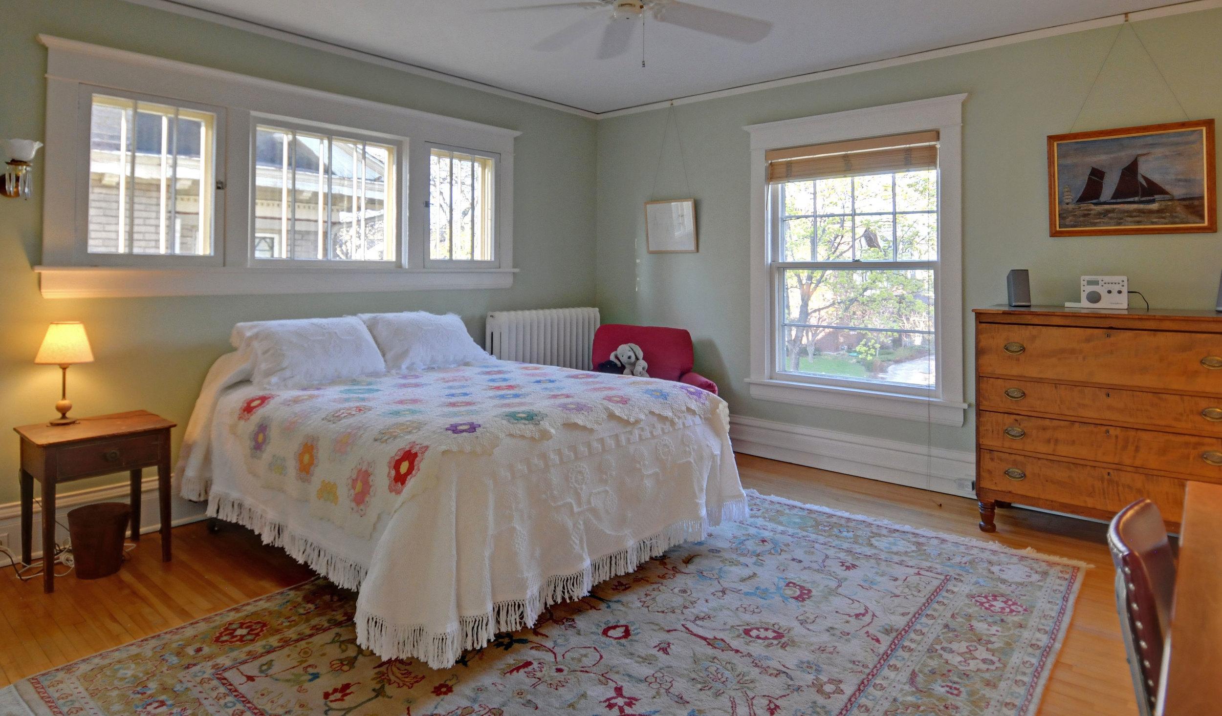 2424-bedroom-1.jpg