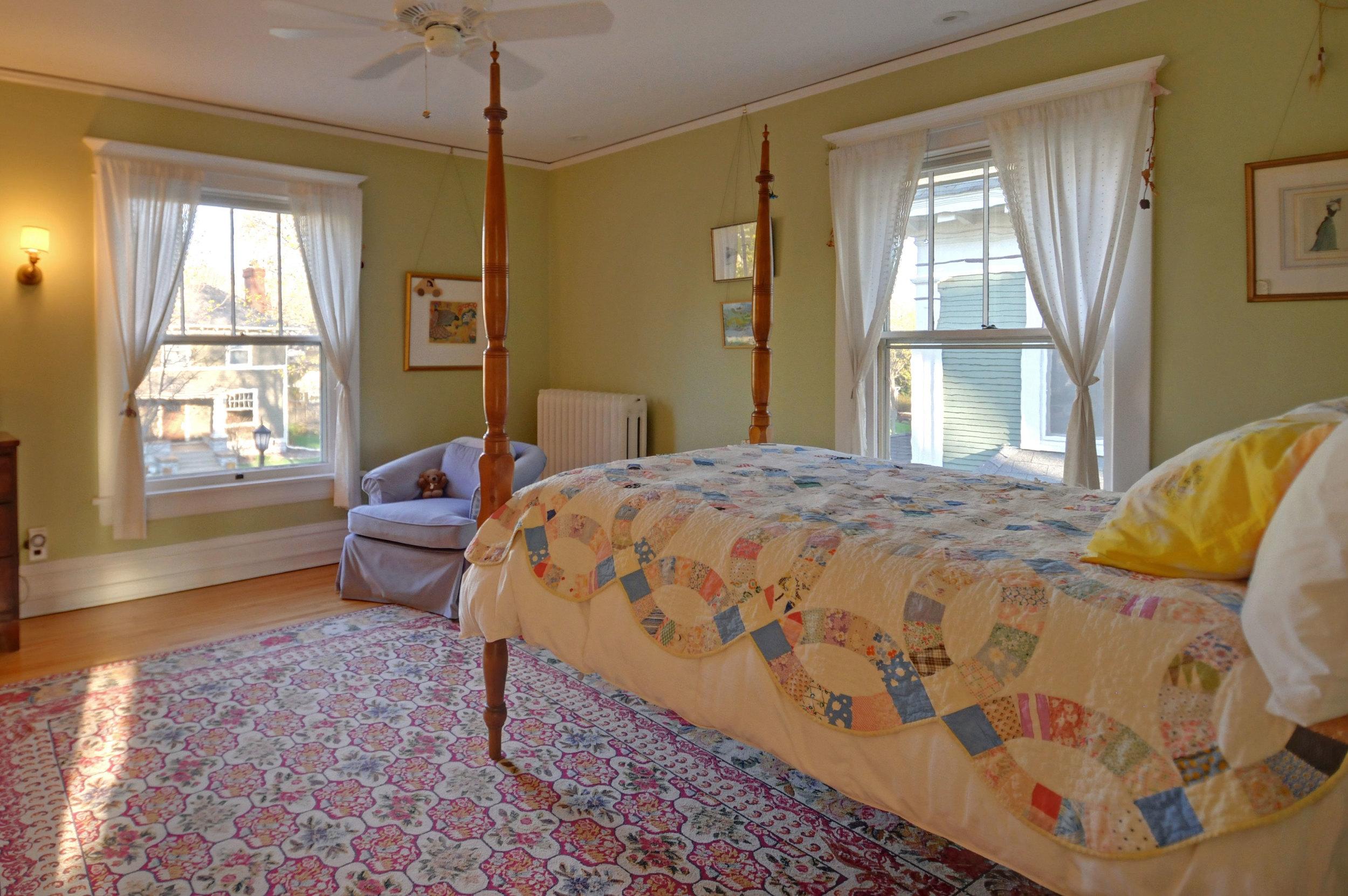 2424-bedroom-2.jpg