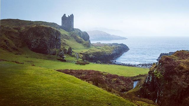 Throwback Tuesday! Castlehunting on the Isle of Kerrera (population 16) @jochem3k