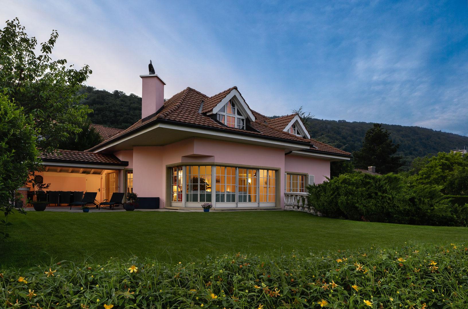 Family home by Hampton Hill photographer, Simon Whitehead