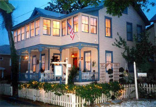 Victorian House Bed and Breakfast 877-703-0432