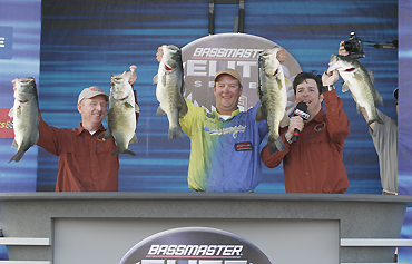 Steve Kennedy threw a swimbait and shattered records at California's Clear Lake, but the columnists raise the question of whether he worked the bait to its optimal performance level.