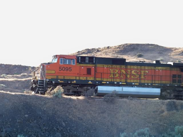 Can you tell which state this train is in, Oregon or Washington?