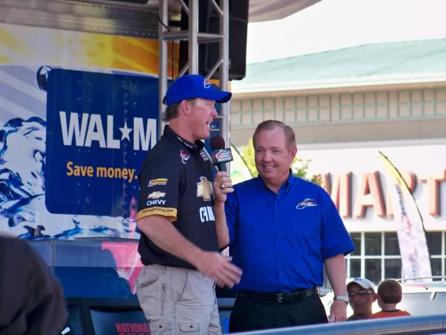 Day three leader Charlie Weyer discusses the event going into today with FLW's Charlie Evans.