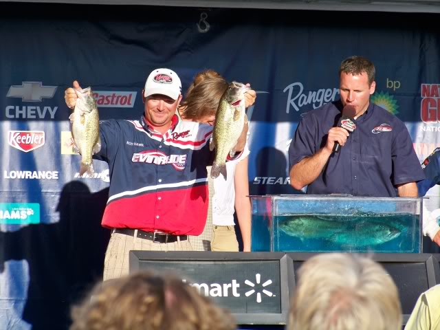 Two greats, pro angler Roy Hawk on the left and FLW's Chris Jones on the right. Roy Hawk wins and is the first angler to win back to back Stren events, wow!