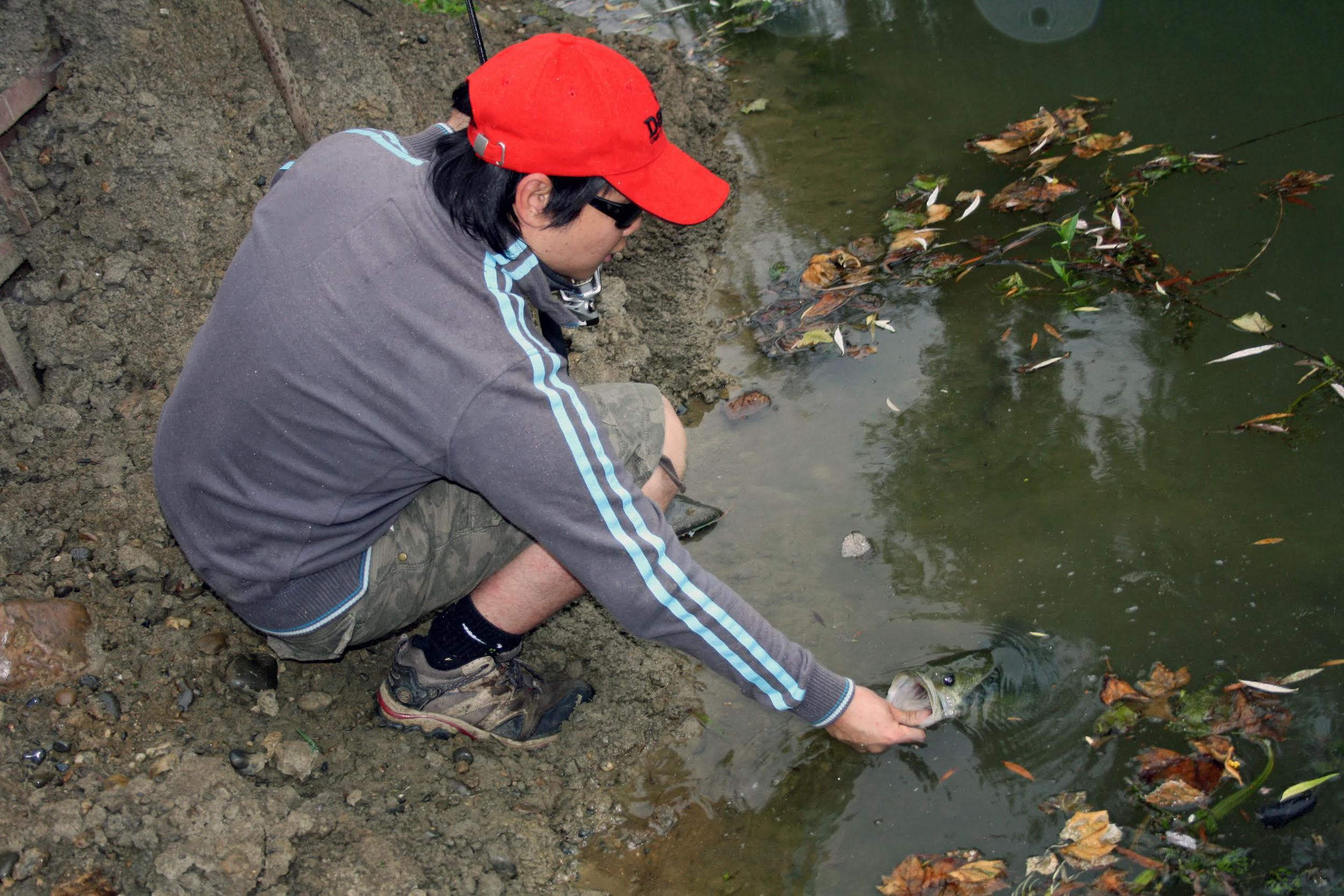Pic. 3. Releasing a fish so that other anglers get to catch it someday.
