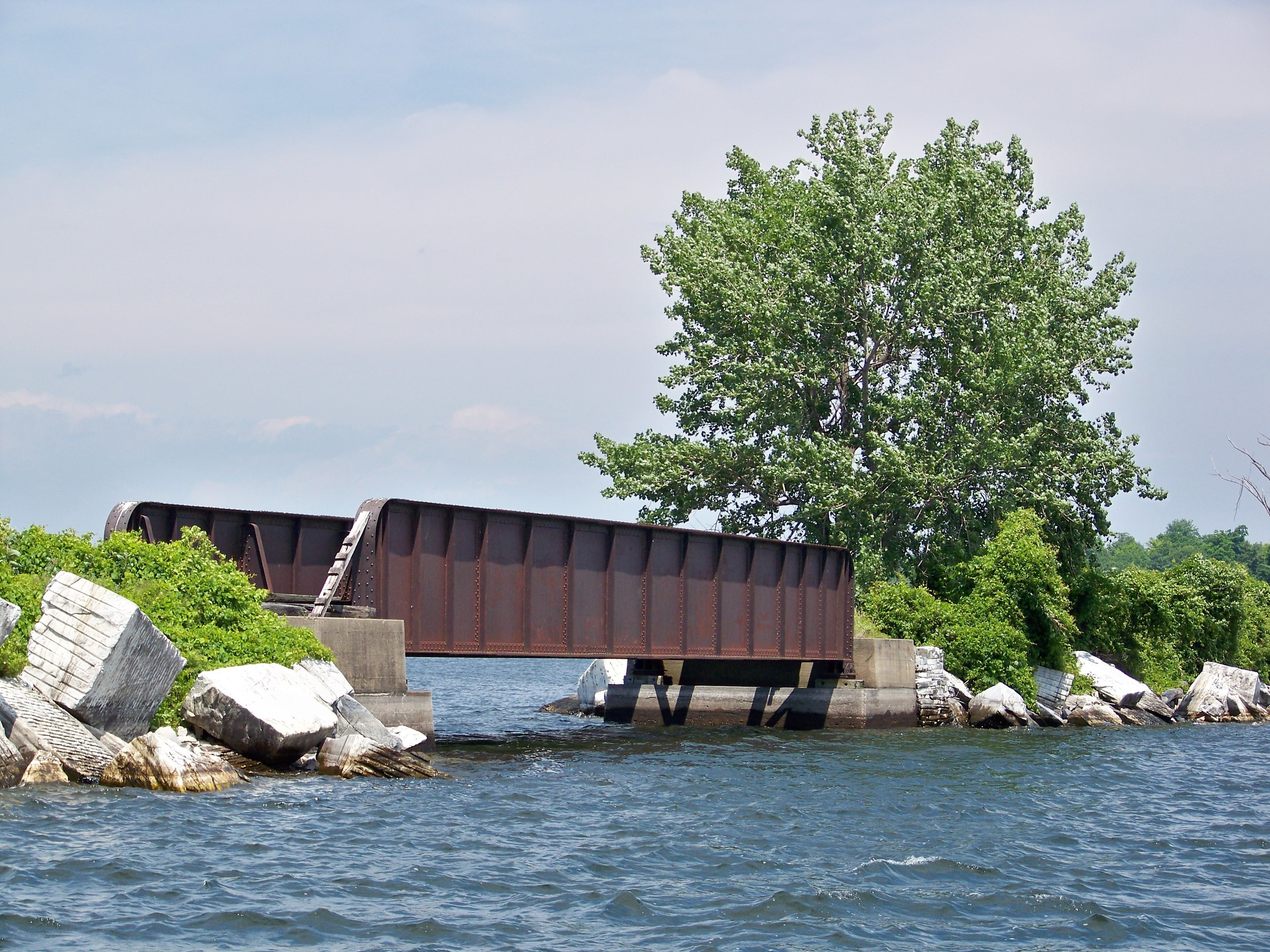 Several locations feature openings in jetties that connect islands to each other.