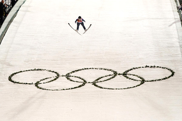 Lindsey Van jumping for the first time in the Olympic Winter Games.