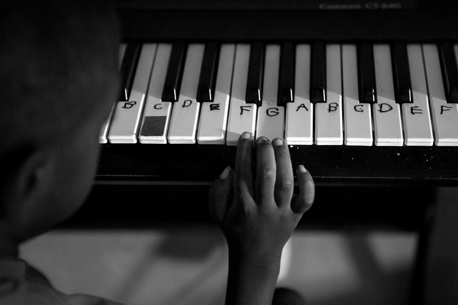 Six-year-old Odarius plays the keyboard and although he does not communicate very much verbally, he can play music and type complicated words and sentences on the computer. When complex medical terms started to appear on the family's computer screen, Odarius's parents each though the other adult must have been doing the typing.