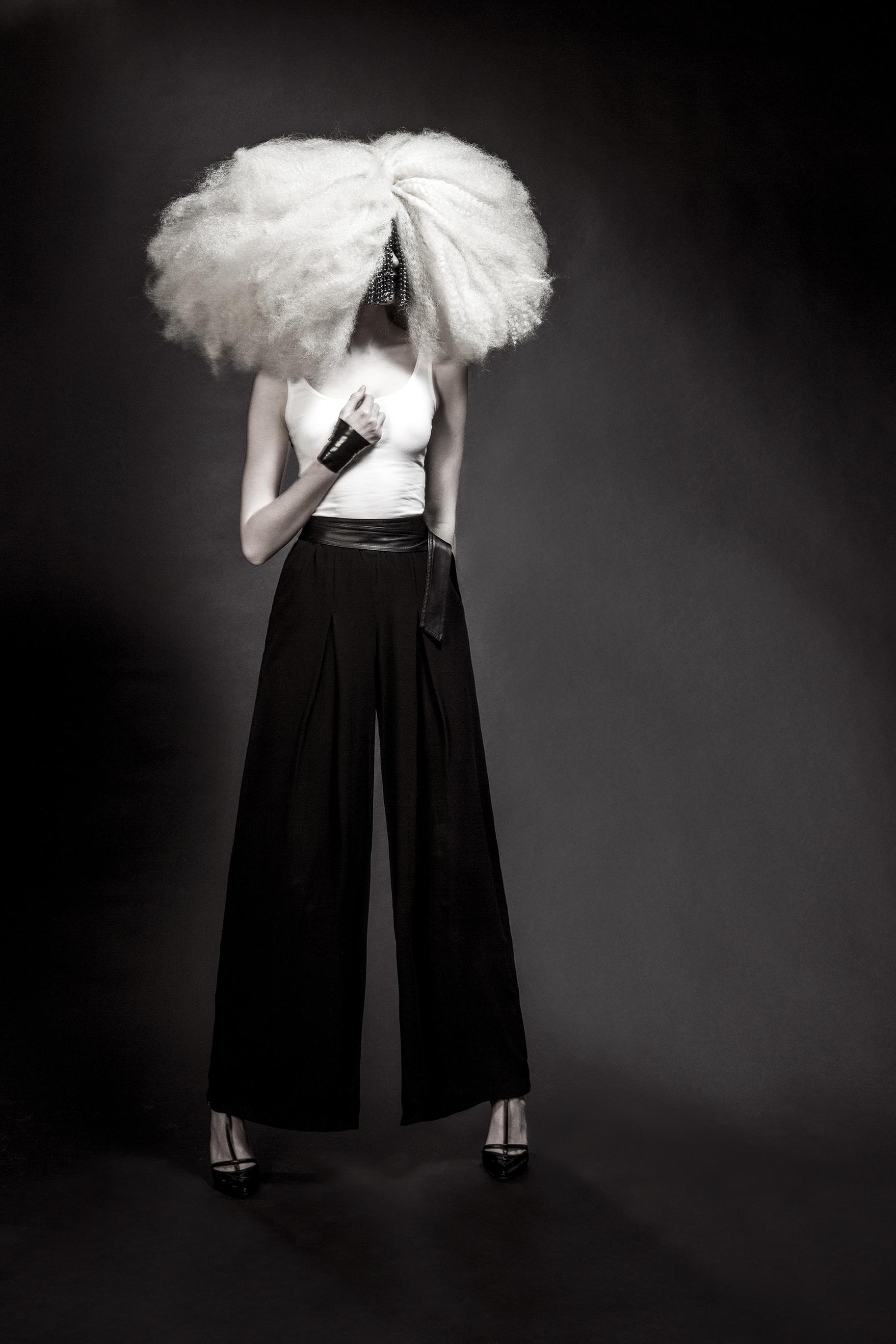 fashion-edgy-editorial-dark-gothic-bighair-platinum-blonde-moody-leather-sleek-black-beuty-hombre-makeup-redlip04.jpg