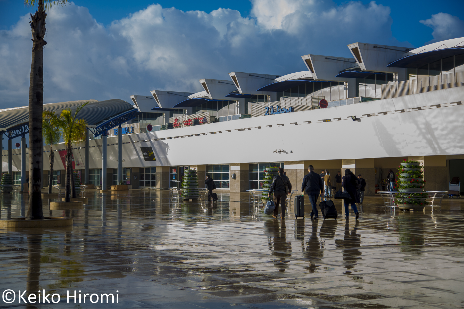 写真は雨上がりのカサブランカのムハンマド5世国際空港