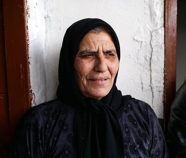 A Syrian grandmother currently living in Lebanon as a refugee. Still looking for her son who went missing 6 years ago. There are countless similar stories all across the refugee community, it's hard to grasp the impact the war has had on so many lives. 🇸🇾🇱🇧 #syrianrefugees #lebanon #refugeecrisis #refugee #panasonicgh5 #portraits_ig #portraitpage #portrait_shots #portrait_perfection #portraitsmag #pursuitofportraits #rsa_portraits #portraitmood #humanscollective #makeportraits #discoverportrait