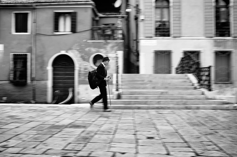 venice mime walking.jpg