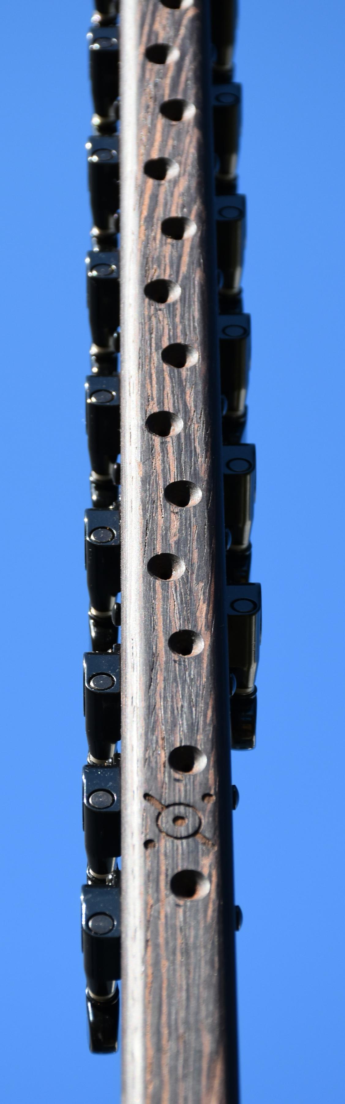 customisation réparation modification installation de mécaniques de guitare sur koras kamalengonis donso ngonis ghenbri hajuj