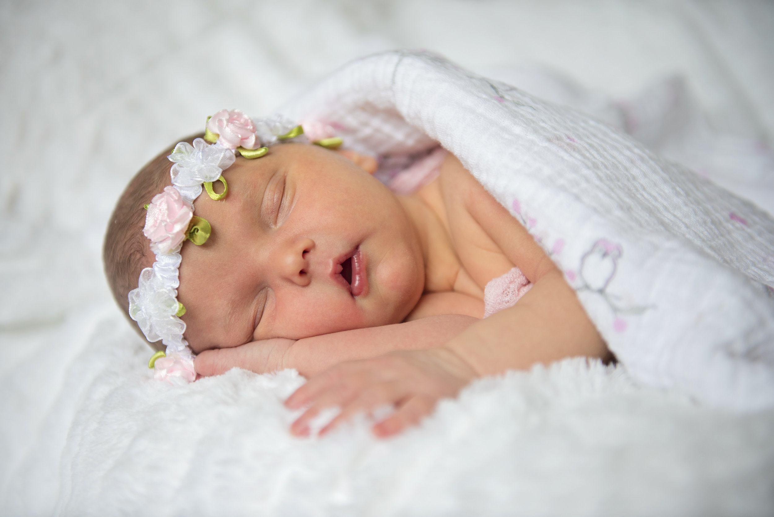 Julliete's Newborn Session - 04.jpg
