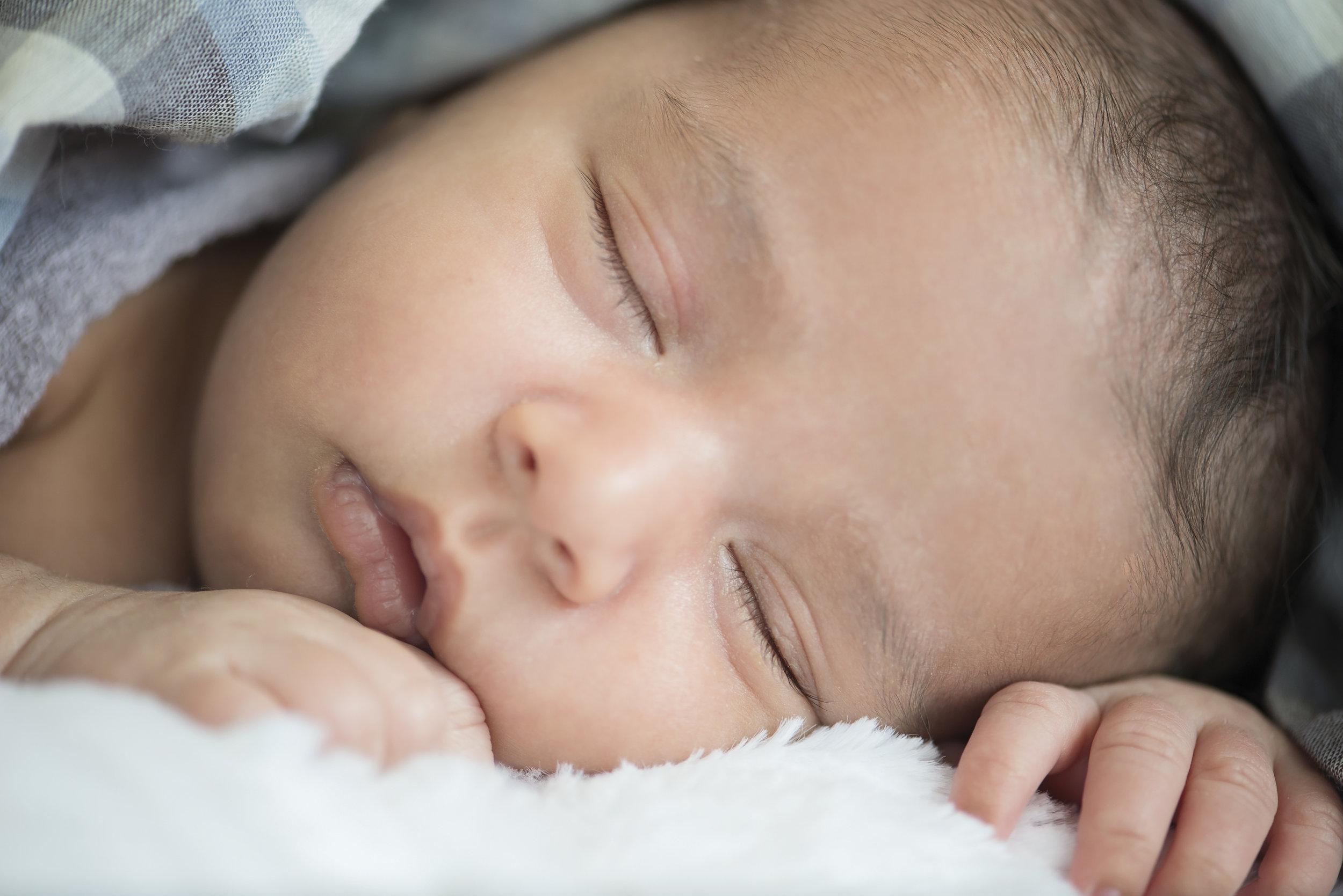 Avaan's Newborn Session - 06.jpg