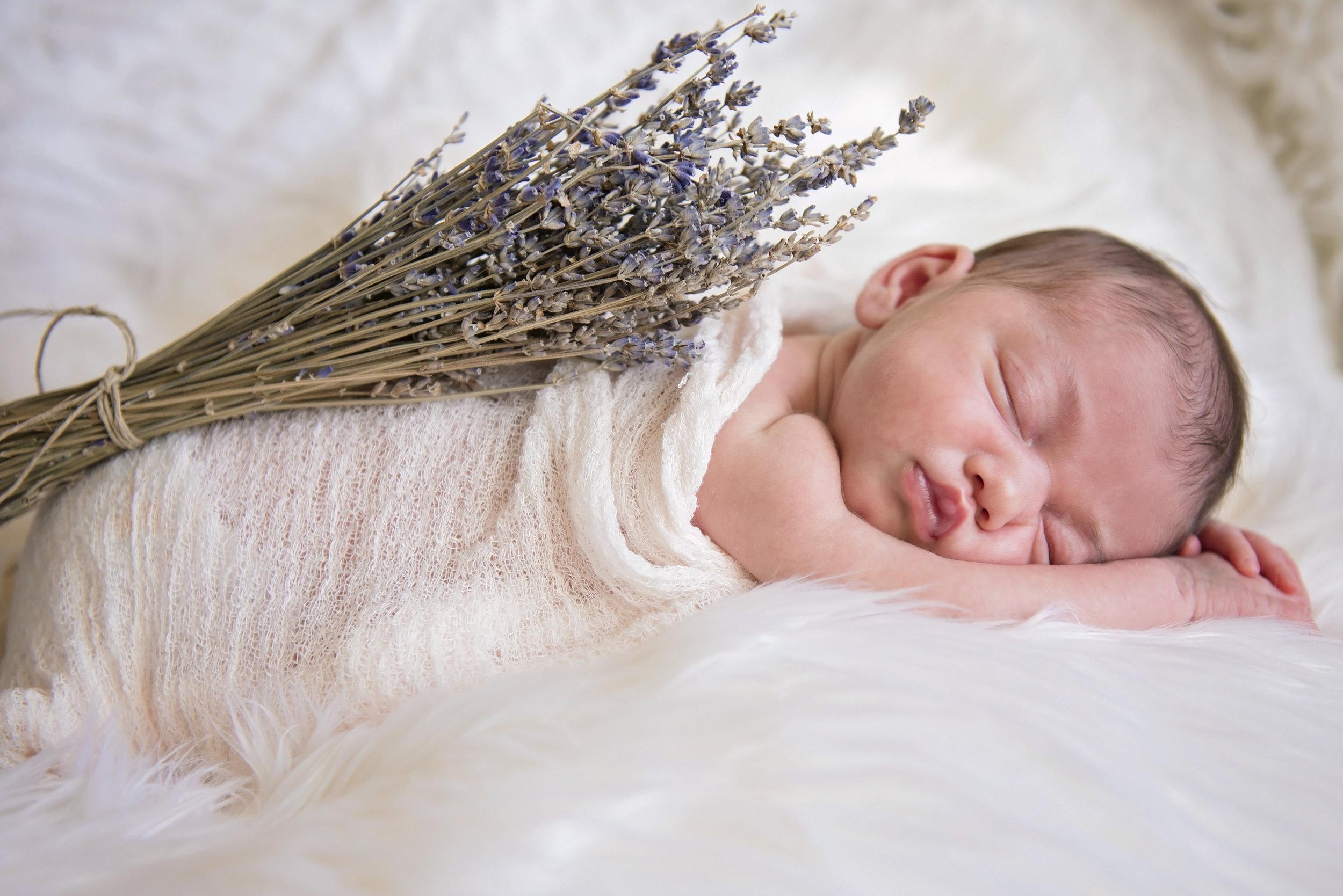 Vanna's Newborn Session - 04.jpg