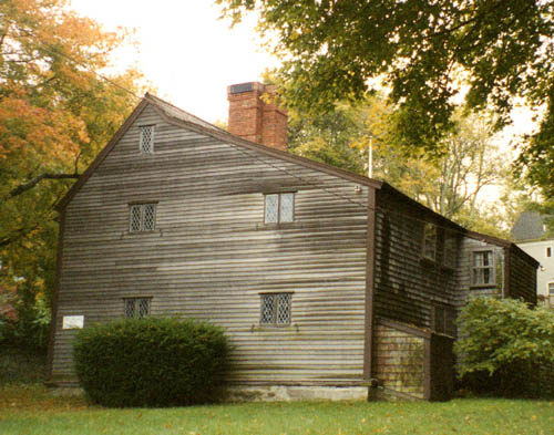 The Jabez Howland house in Plymouth was built about 1667.  John and Elizabeth Howland lived with their son Jabez in this house during the winters, and Elizabeth also lived their after the death of her husband in 1672.