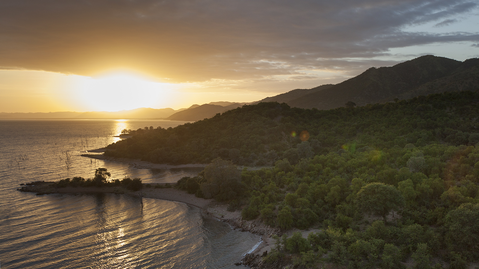 Lake Kariba and Matusadona Mountains - Photo by Rae Kokeš