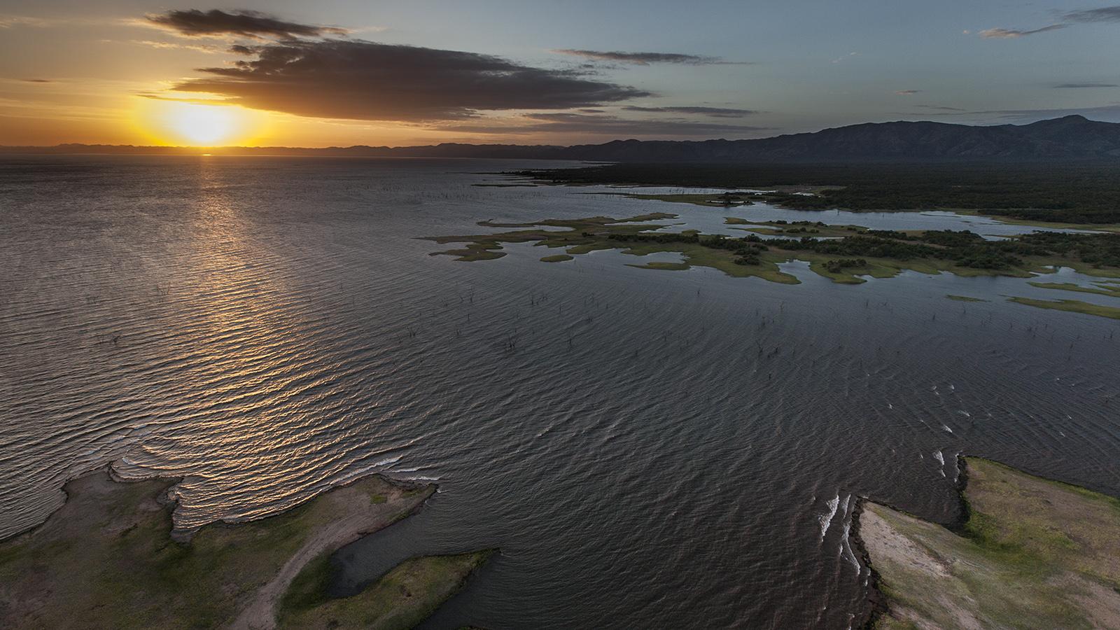 Exposted shoreline of Lake Kariba - Photo by Rae Kokeš