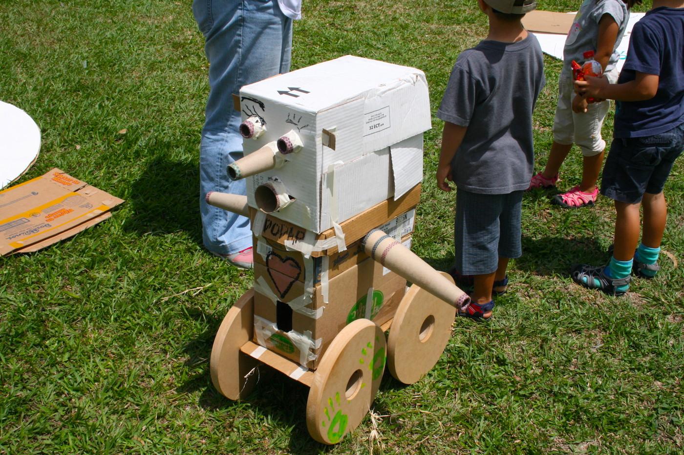 Robot creado por una familia - Pop Up Playground San Sebastián 2015