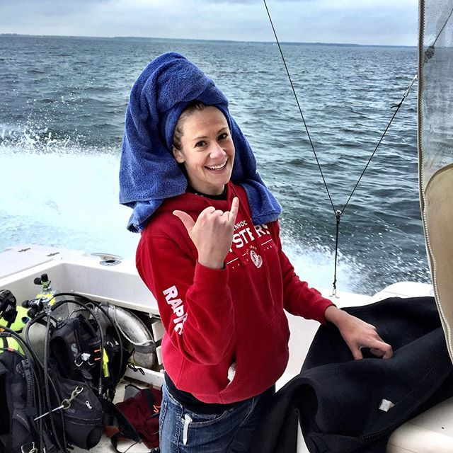 MEES MS student, Anna Priester enjoying a field day out on the water working with the Paynter Lab. Anna was working with the lab doing groundtruthing at Pecks Point oyster bar to evaluate the benthic condition so that they could provide recommendations for areas in which to plant oysters that are best suited to their survival and growth #meesprogram #Paynterlab #oysters