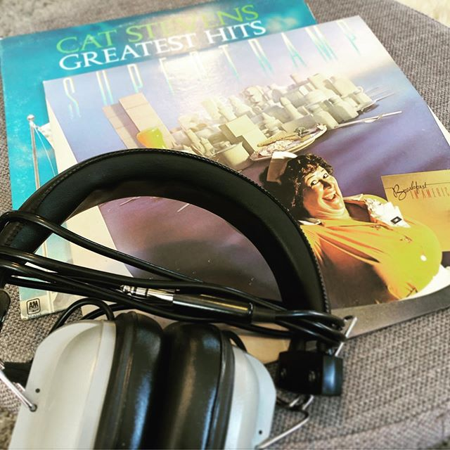 Today's Garage Sale finds. $12 total. #garagesale #garagesalefinds #vinylcollection #supertramp #catstevens #vintageheadphones