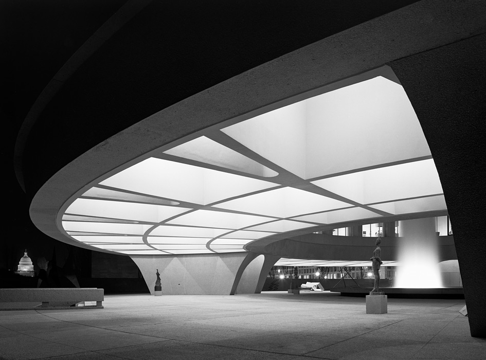 Photo by Ezra Stoller. Hirshhorn Museum, Skidmore, Owings & Merrill, Washington, D.C.