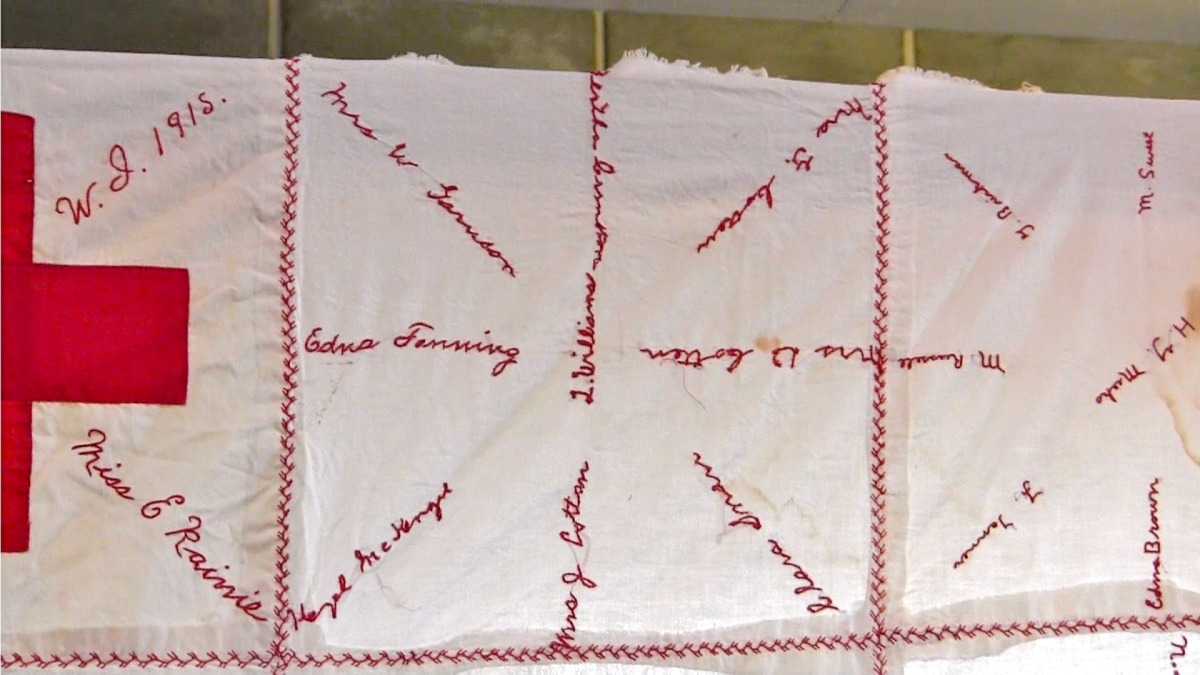 red cross quilt3.jpg