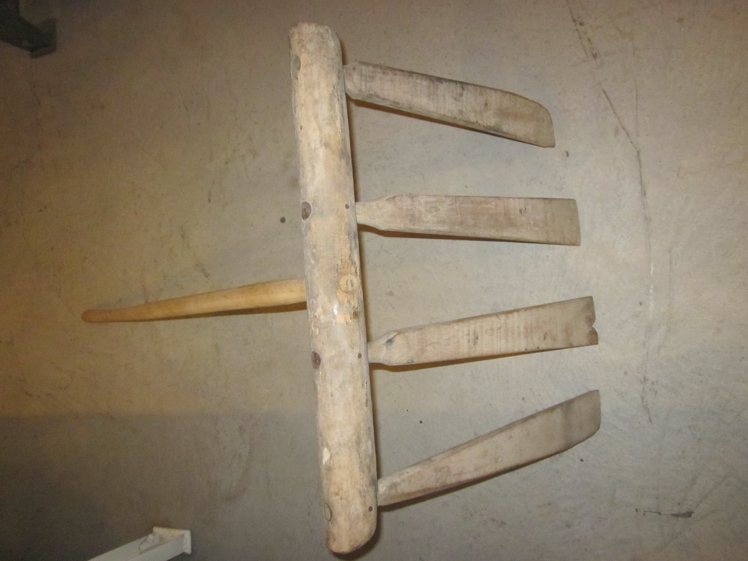 Wooden curd rake