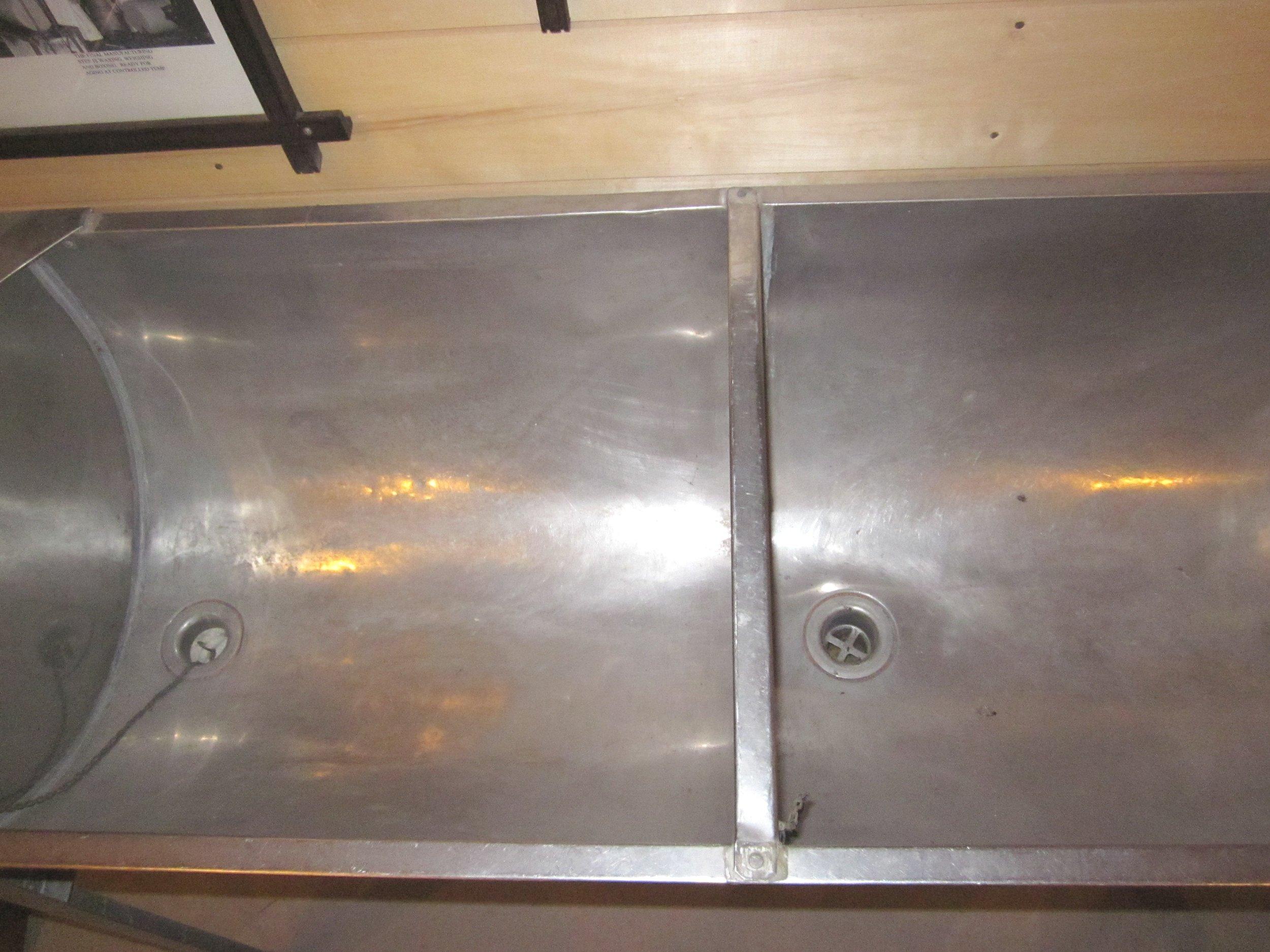 Wash tub