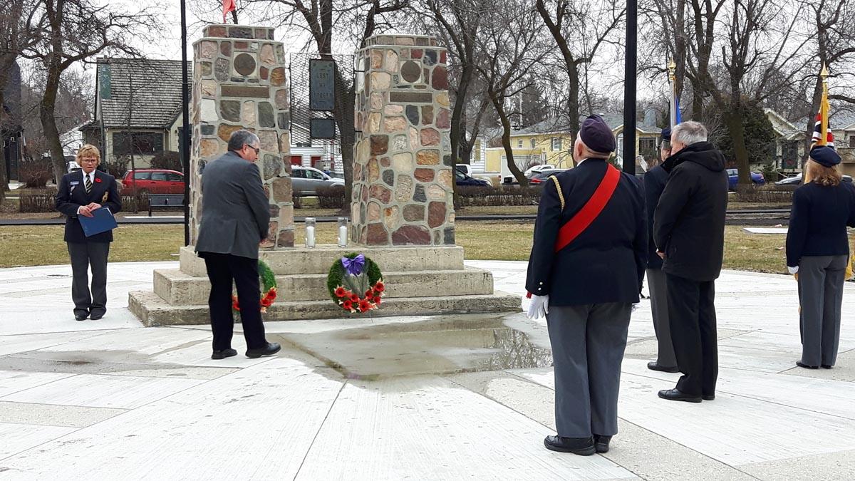 8. Mayor Elliott at Cenotaph - Vimy 2017_2.jpg