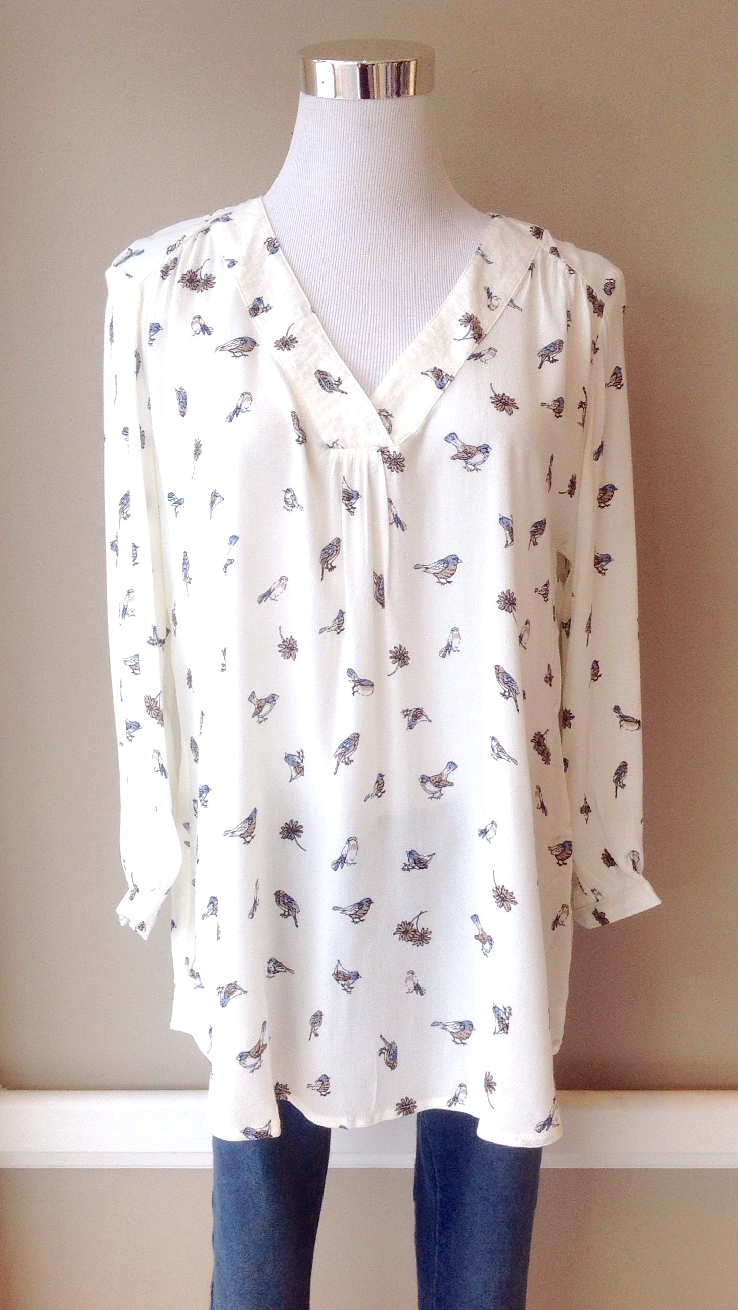 Woven bird print v-neck blouse in ivory