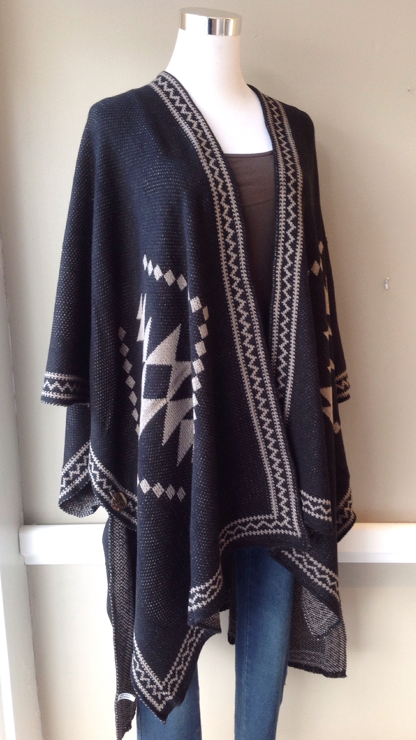 Diamond knit poncho with armholes in black/mocha
