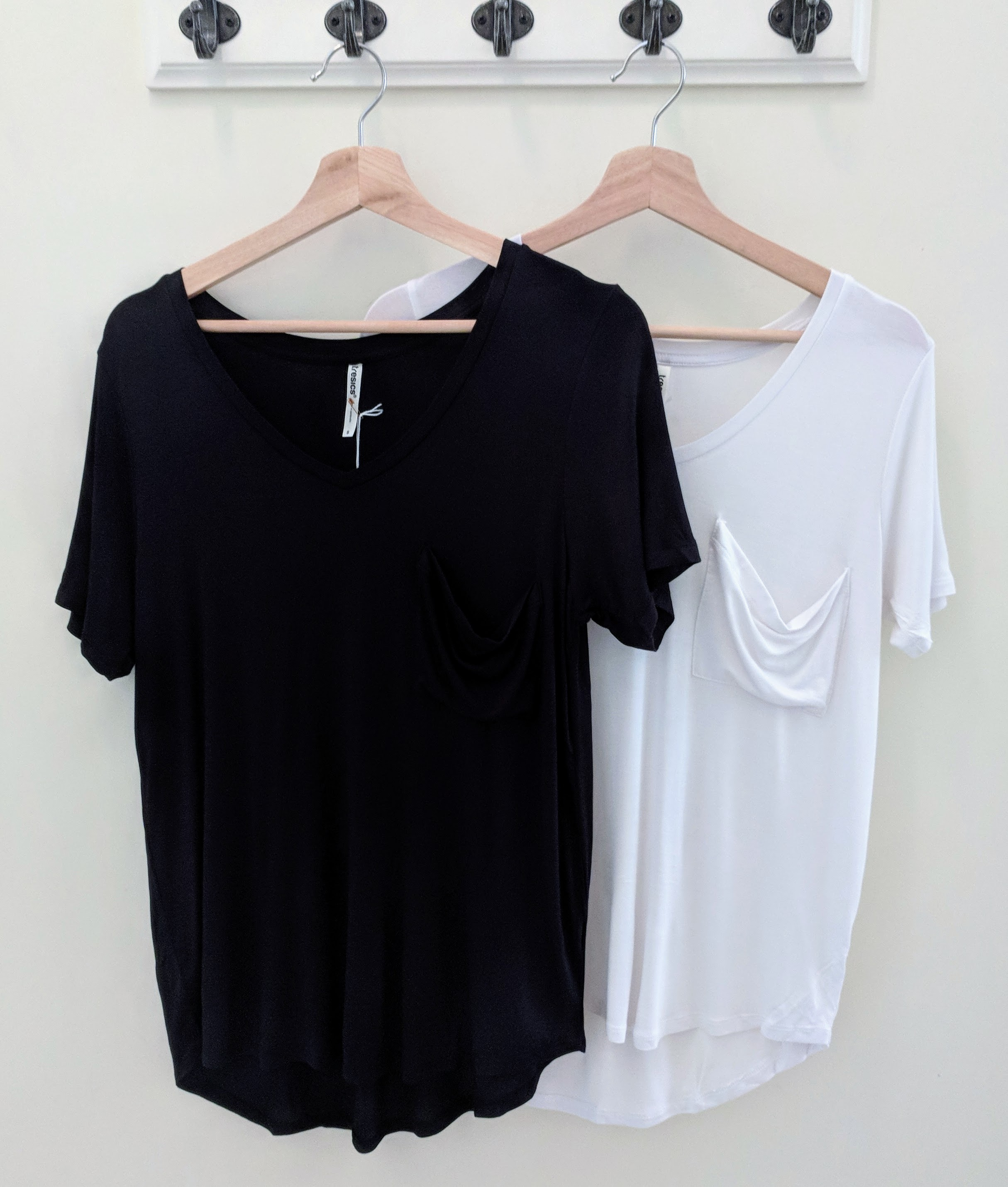 Short Sleeve Raglan Top w/ Front Pocket Black and White